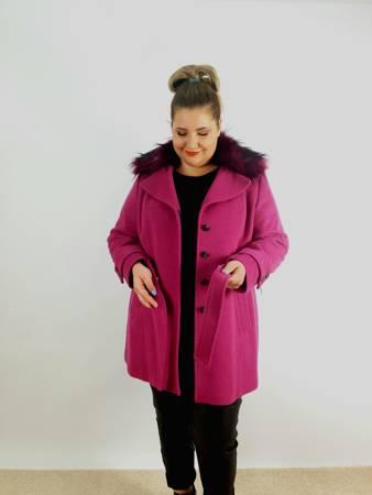 Zimowy krótki płaszcz z flauszu fuksja PLUS SIZE